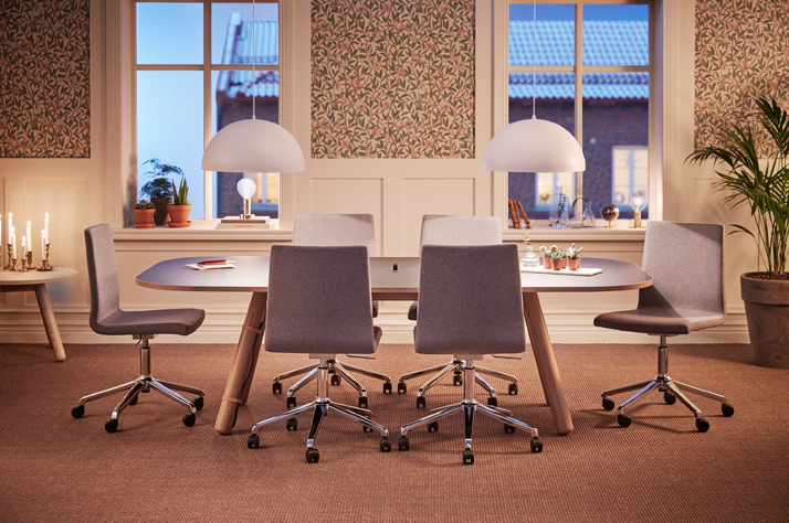 The Huddle Room – Furniture and Other Elements