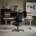 #en 24-H chair in black fabric, adjustable armrest and black leather headre