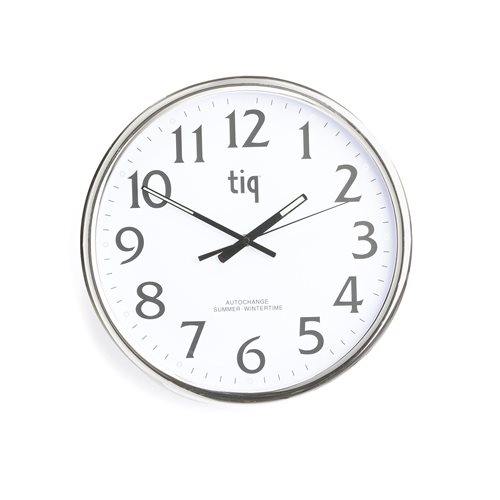 Wall clock with automatic daylight savings time