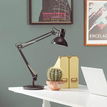 Skrivebordslampe med godt leselys