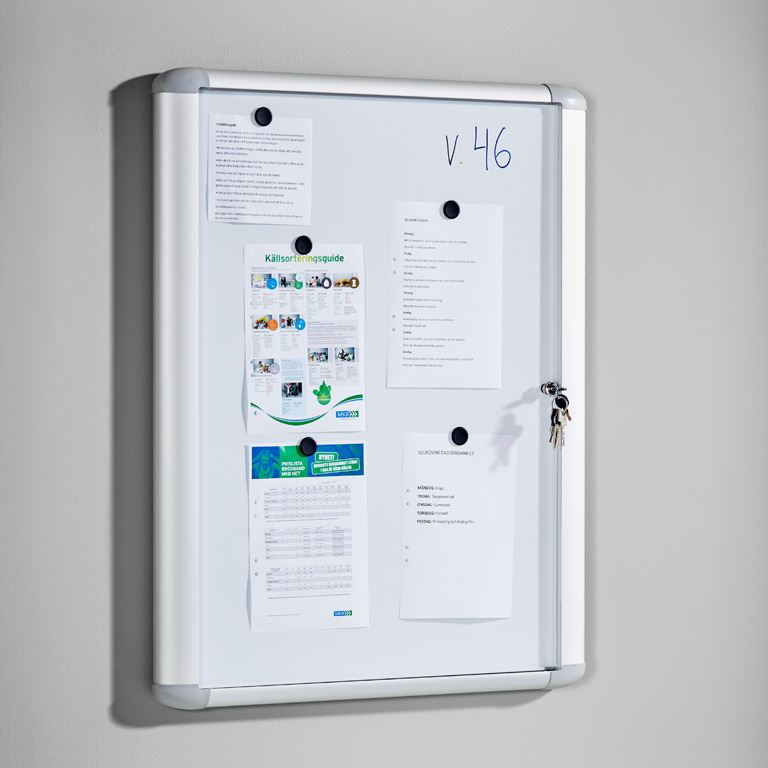 Lockable display cabinet for indoor use