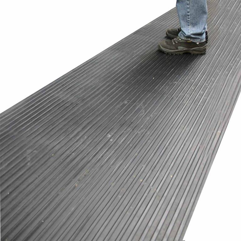 Wide ribbed matting