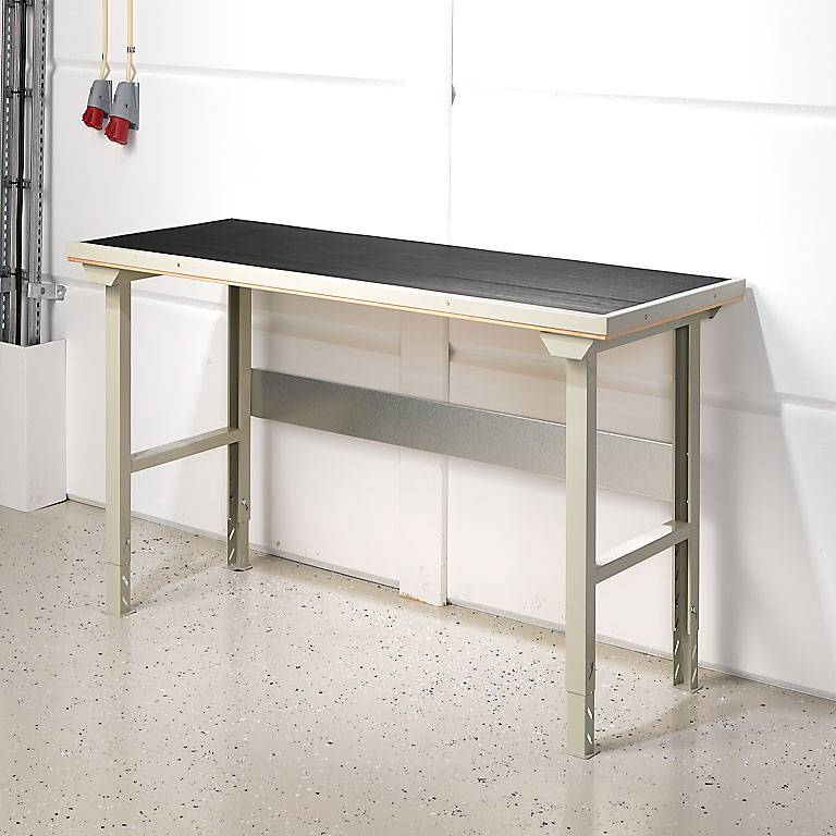 """""""Robust"""" workbench with protective mat"""