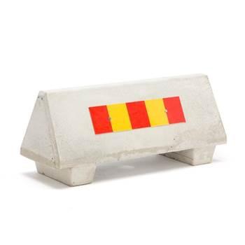 Bariera betonowa z odblaskiem